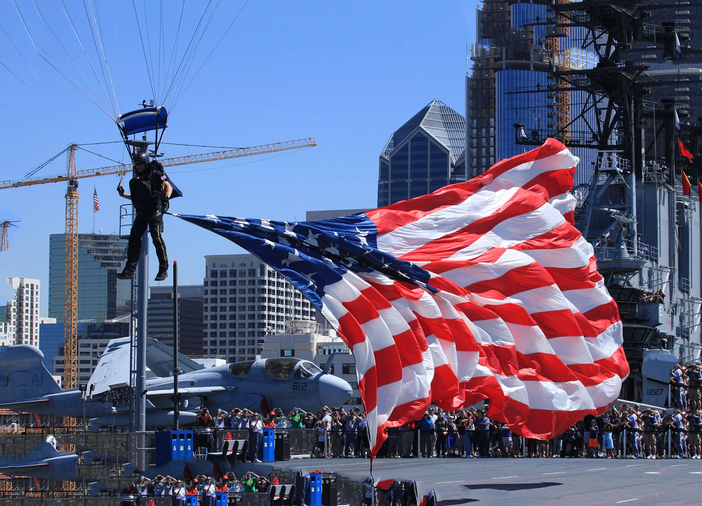 U.S. Navy Parachute Team, the Leap Frogs – USS Midway Museum